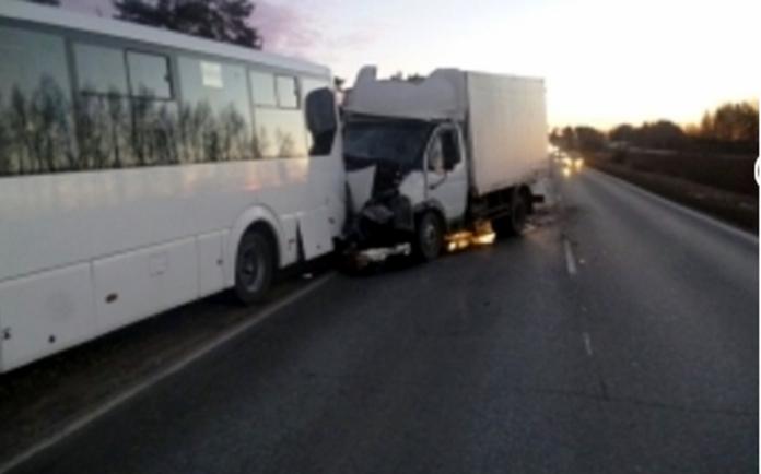 Грузовик в Марий Эл протаранил пассажирский автобус