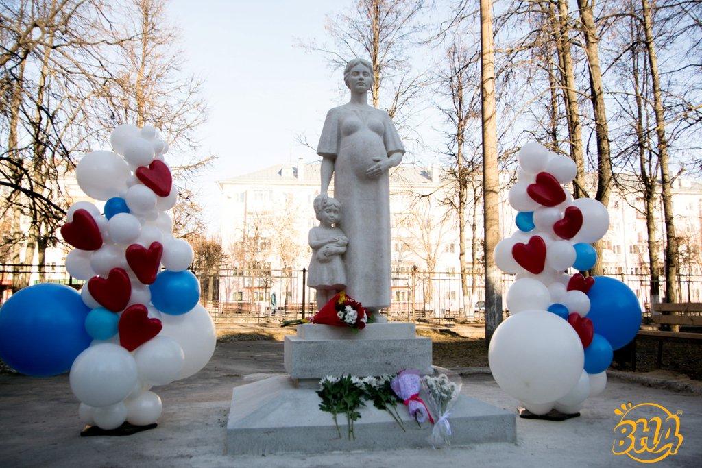 Ко Дню матери открыли памятник в Йошкар-Оле