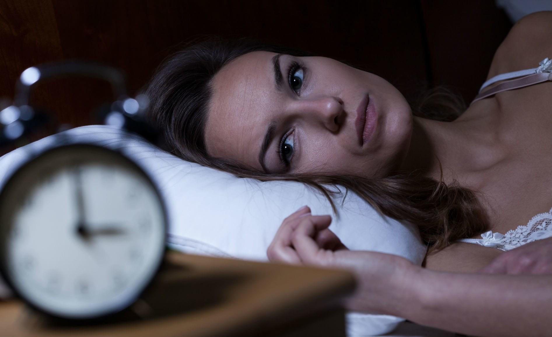 Проблемы со сном появились у здоровых людей из-за коронавируса COVID-19