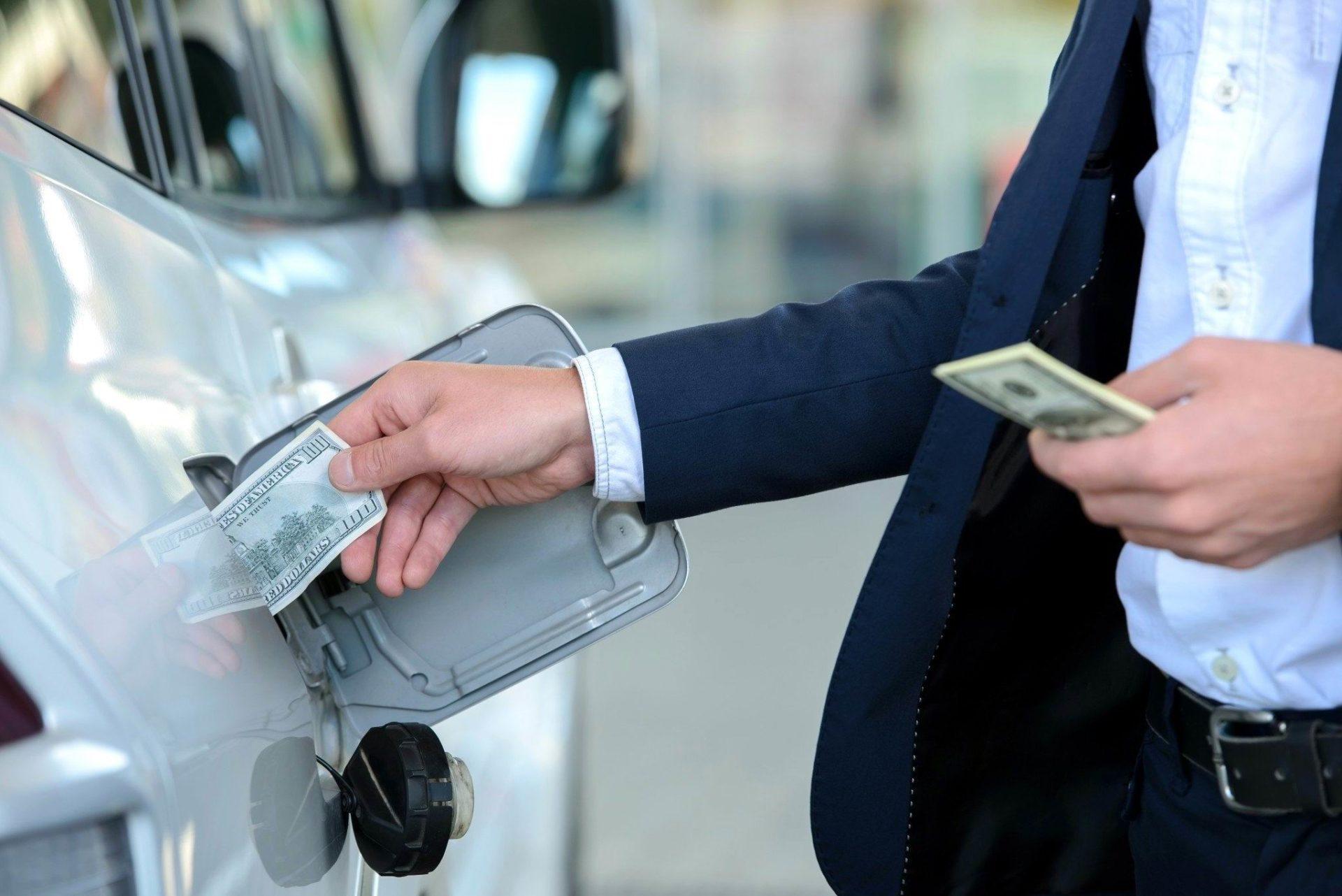Антон Шапарин советует водителям в РФ изменить манеру езды для ради экономии бензина