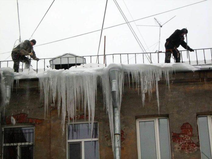 В Йошкар-Оле напомнили о штрафах за неочищенные от сосулек крыши  домов