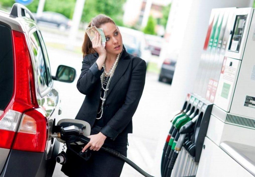 В России цены на бензин заморозят до лета