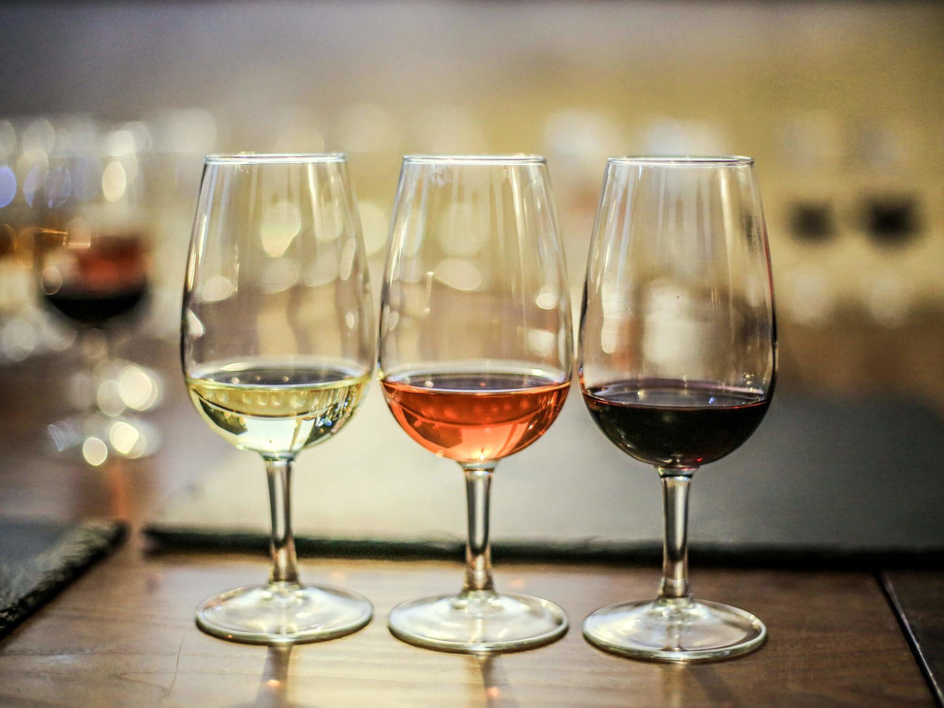 Туристы стали отдавать предпочтение крымским винам из небольших виноделен