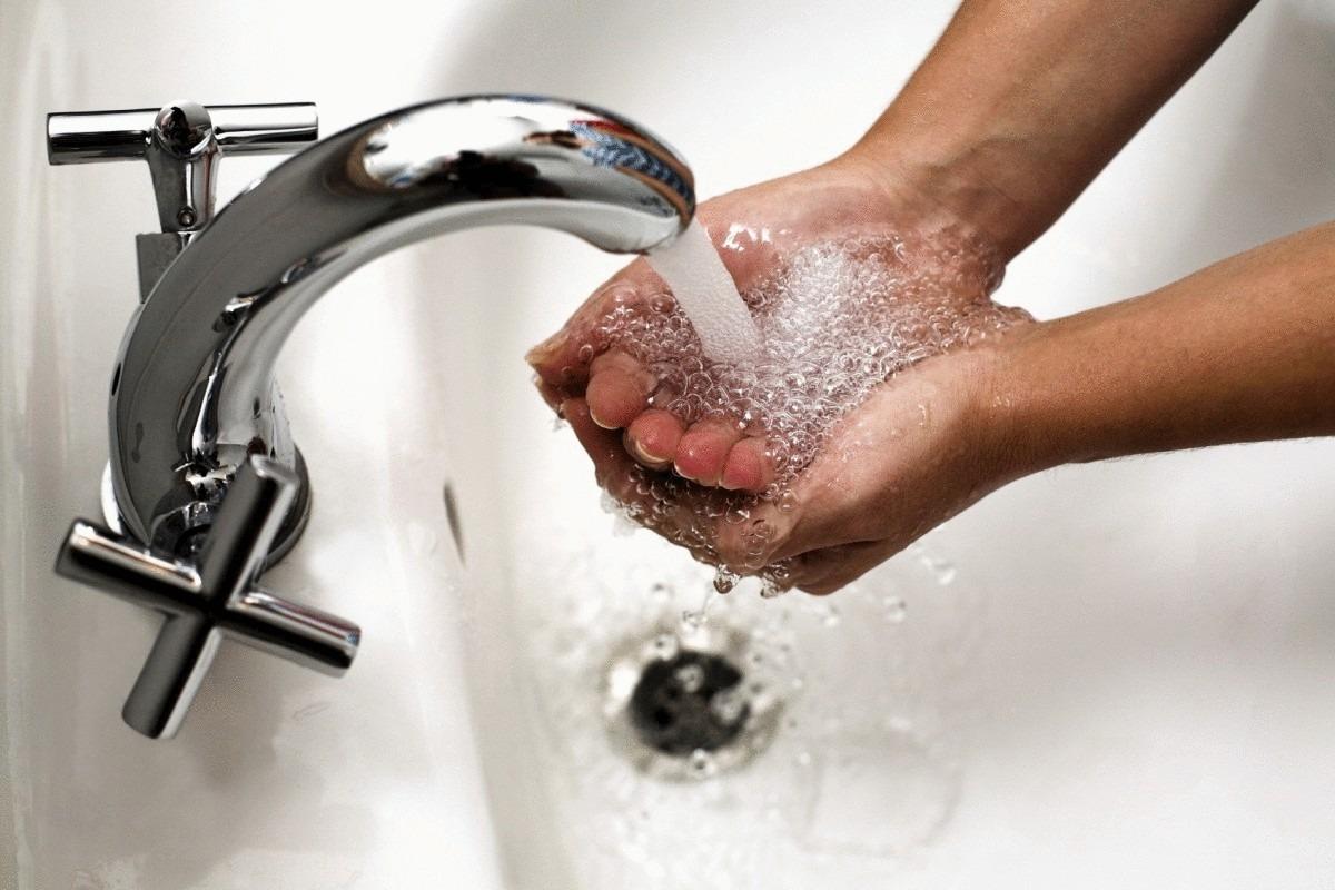 Гидродинамика подтвердила рекомендацию ВОЗ об интенсивном мытье рук за 20 секунд