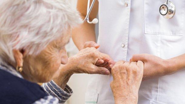 Психотерапевт Плеханова назвала нарушение текущей памяти первым признаком наступления деменции