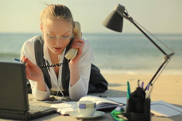 Эксперты перечислили преимущества работы во время летних отпусков