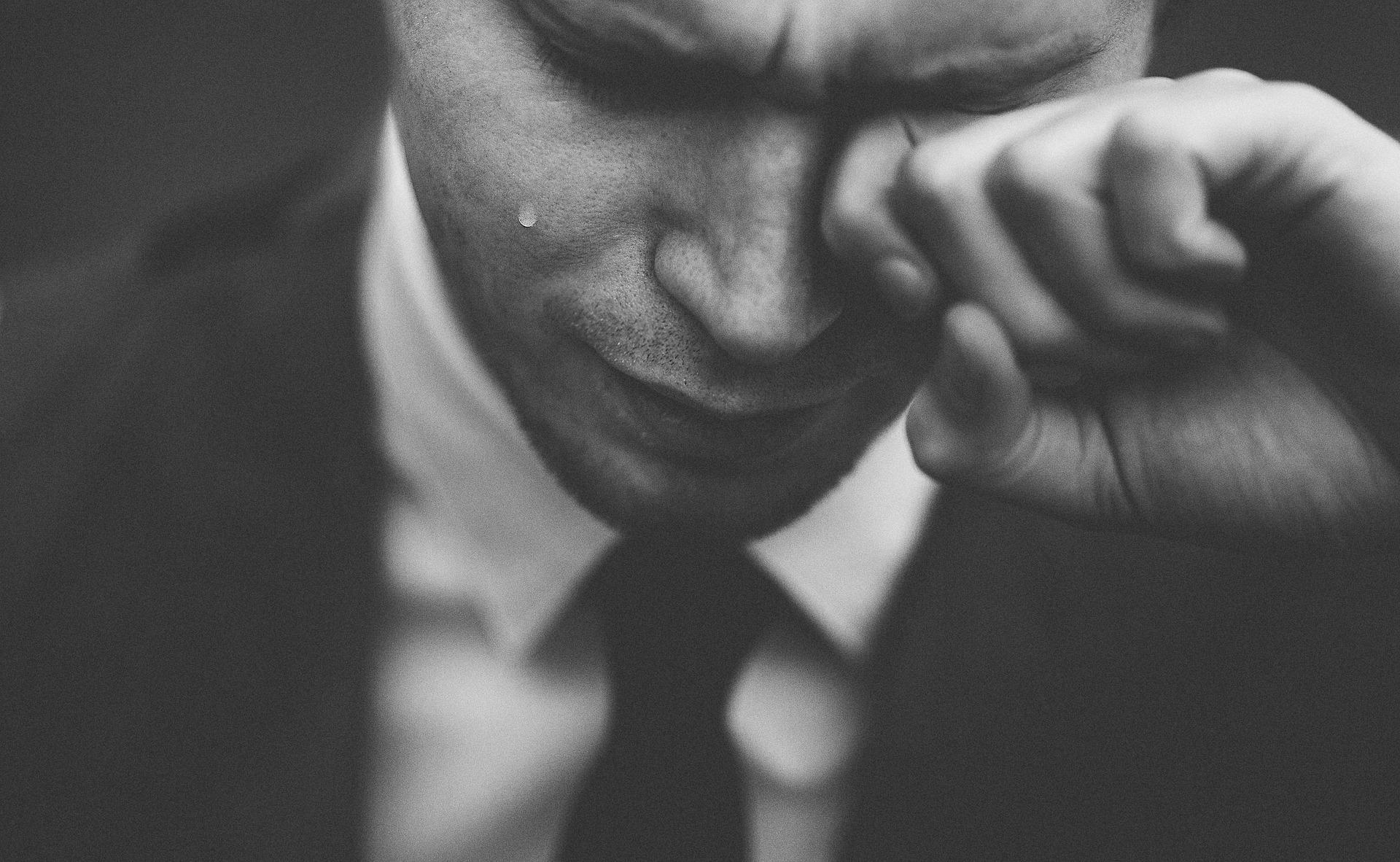 думаю, картинка как мужчина плачет бравый