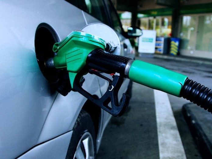 Стало понятно, почему опасно «вкатывать» бензин до включения лампочки