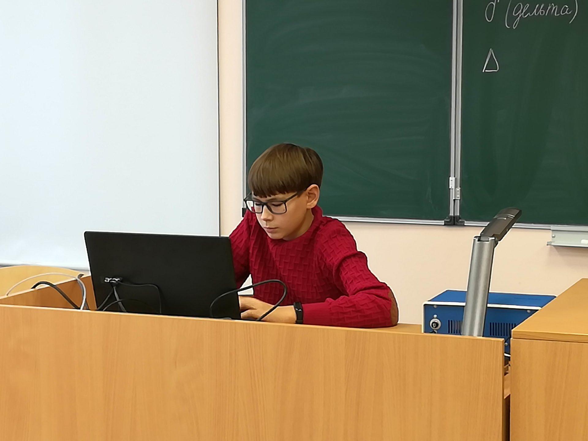 Кабмин России утвердил правила выплат по десять тысяч рублей на ребенка к началу учебного года