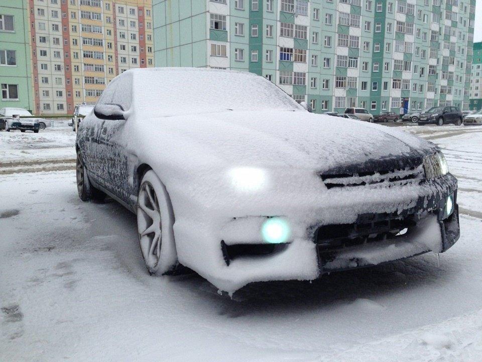 Специалист рассказал, как открыть примерзшую дверь автомобиля