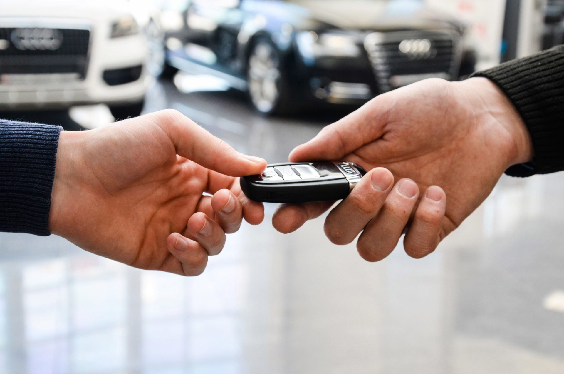 Водителям в РФ назвали популярные способы обмана при покупке авто в 2021 году