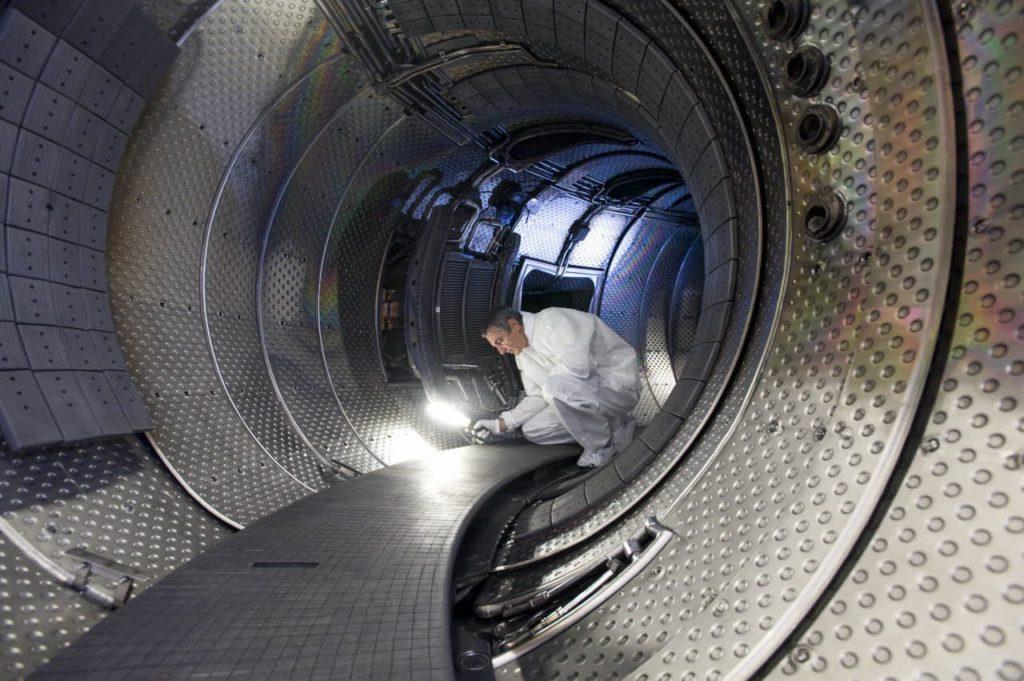 Лед назван идеальным топливом для термоядерного реактора