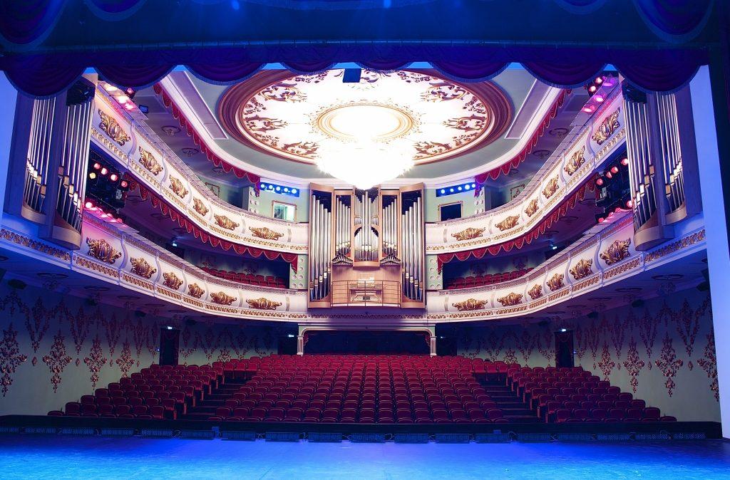 Глава Марий Эл поздравил работников театров с профессиональным праздником
