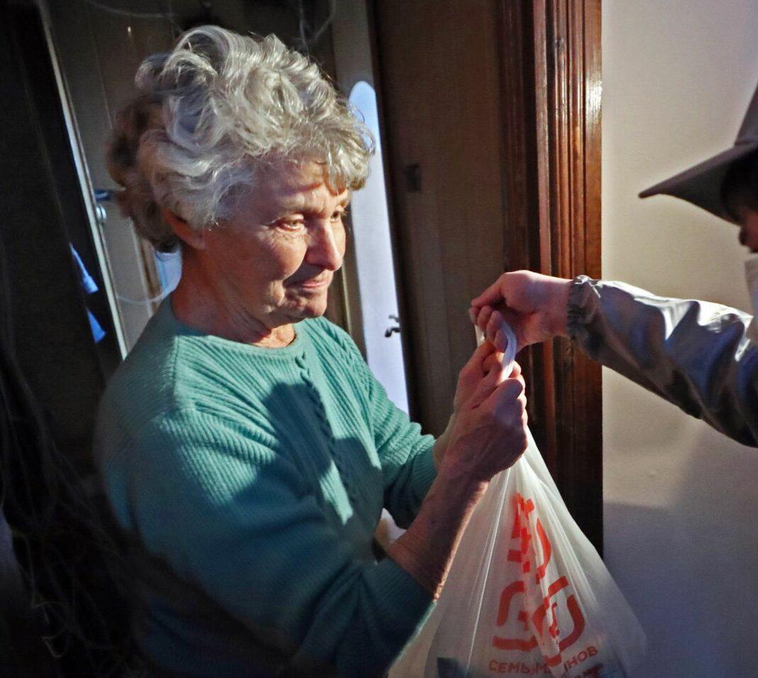 В Марий Эл волонтеры и продуктов купят, и обувь из ремонта заберут