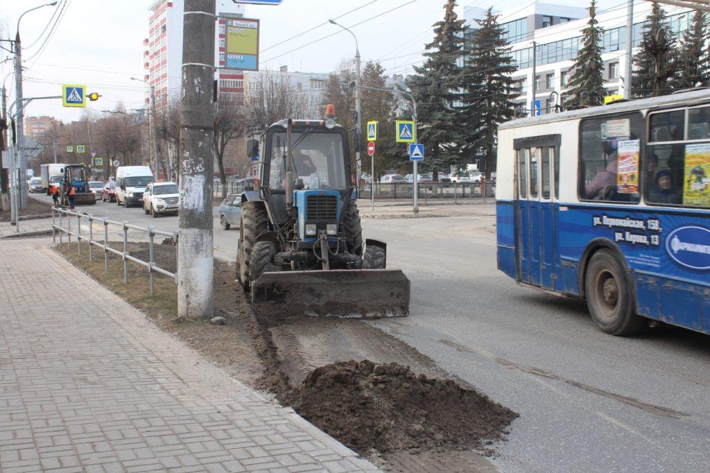 Работы по уборке улиц от грязи проводятся в Йошкар-Оле