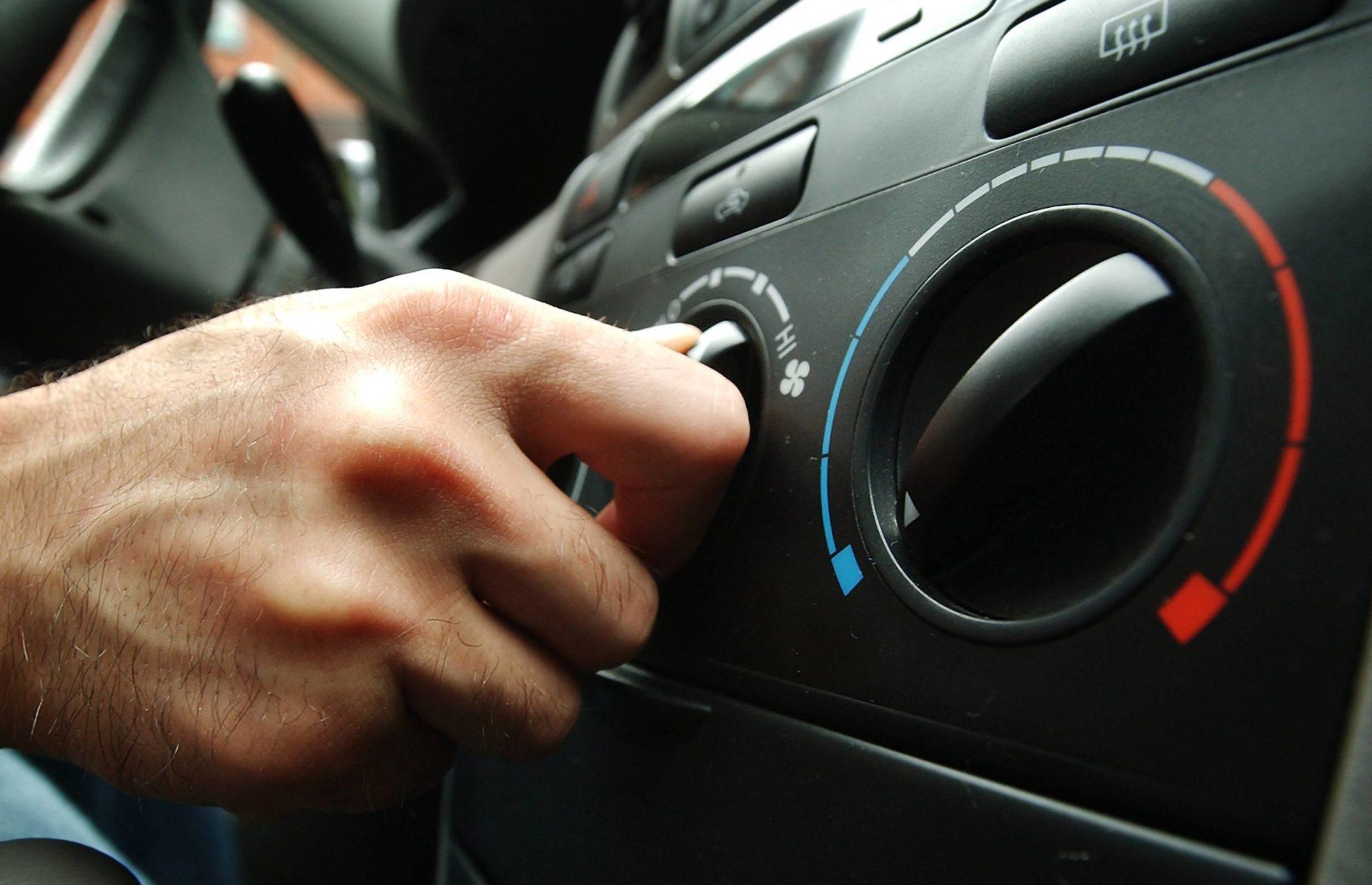 Автоэксперт Зиманов призвал водителей РФ не прятаться от жары в машинах с кондиционером
