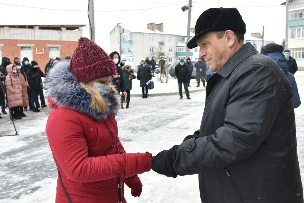 Глава Марий Эл вручил ключи от новых квартир детям-сиротам в  Шойбулаке