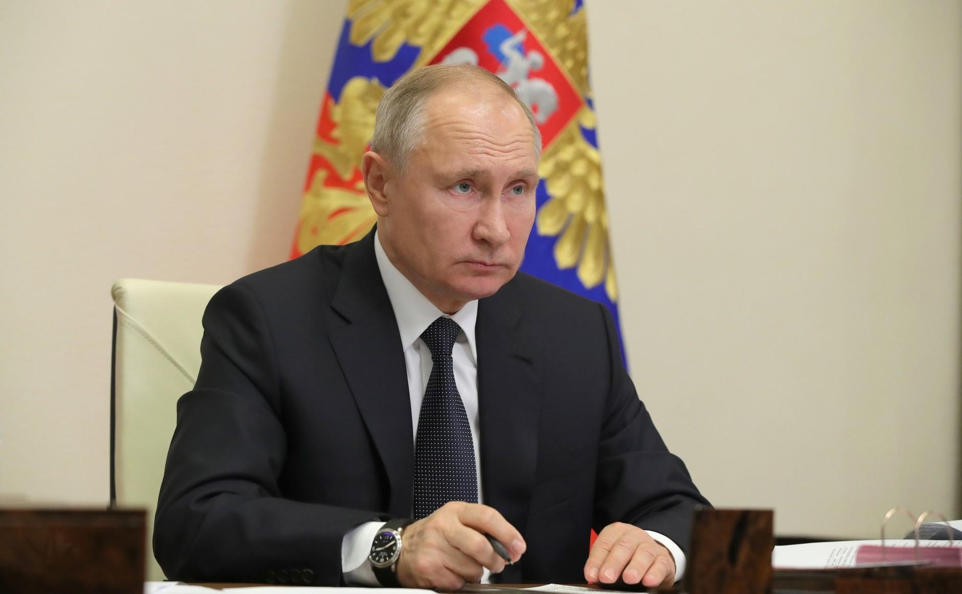 Крым поздравил Владимира Путина с Днём Рождения