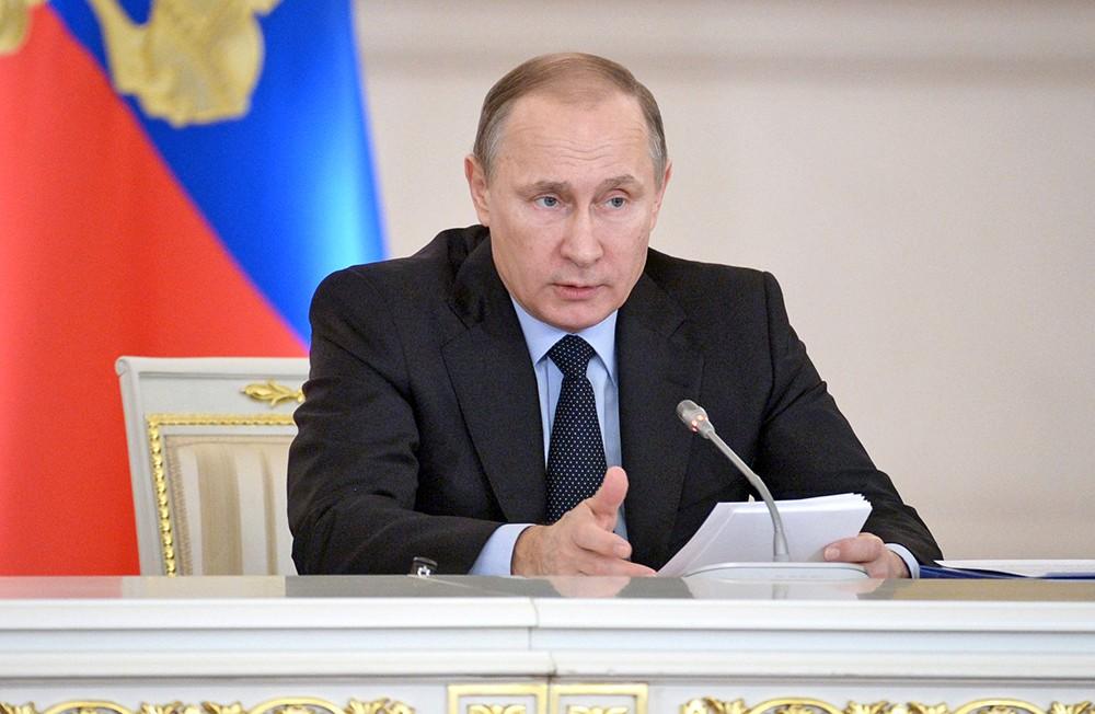 Путин возьмет на контроль вопросы онлайн-обучения школьников