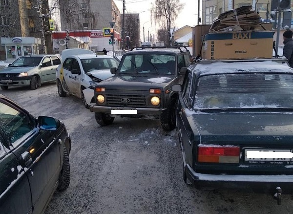В Йошкар-Оле разыскиваются очевидцы массового ДТП с участием такси