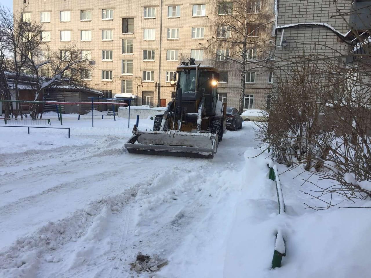 В Йошкар-Оле коммунальные службы продолжают чистить город от снега