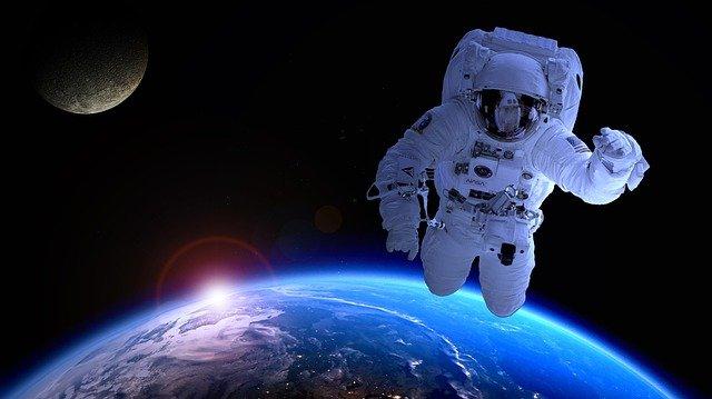 Космонавты на МКС получили пищу у американских астронавтов