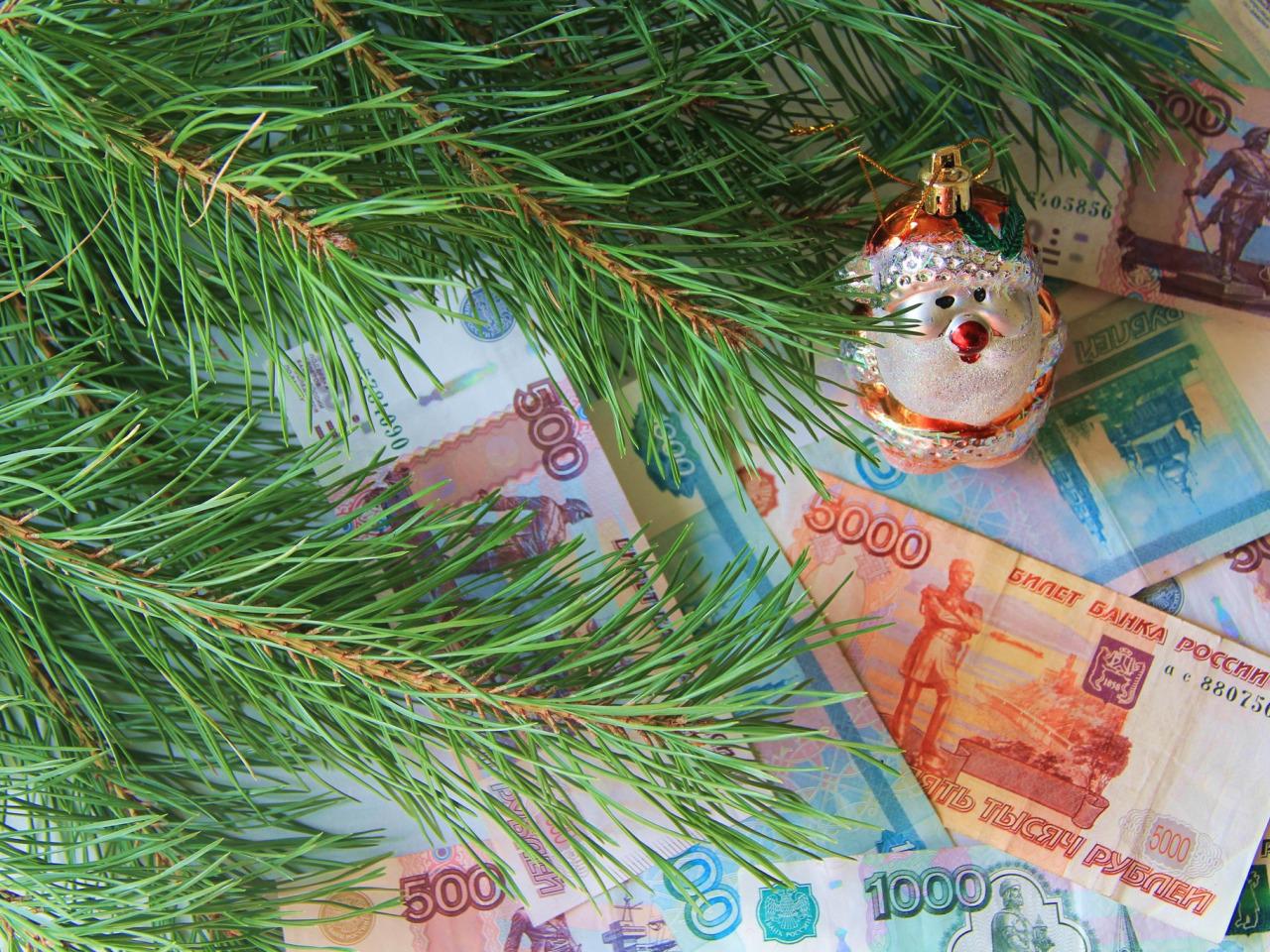 Сбер и ВТБ оценили траты россиян в новогодние праздники
