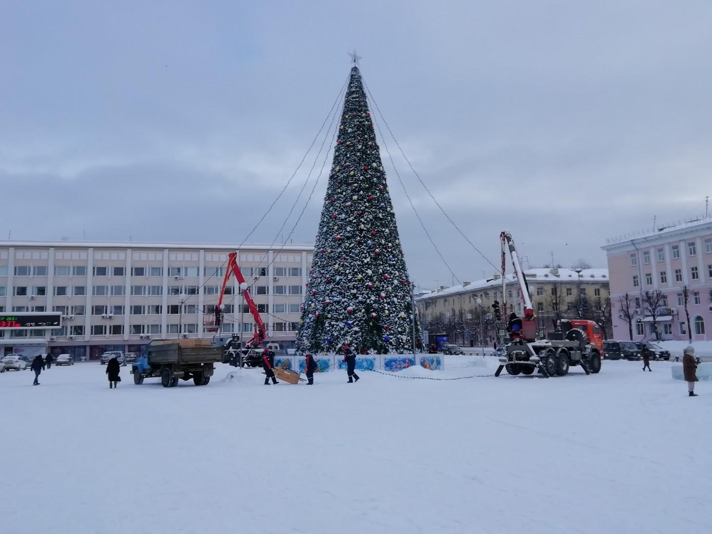 В Йошкар-Оле демонтируют главную новогоднюю елку республики