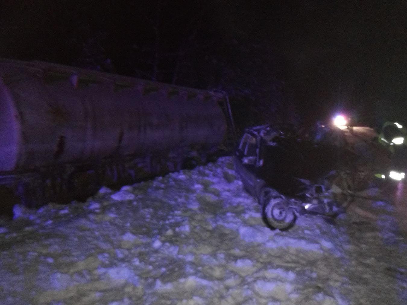 В Марий Эл водитель легкового автомобиля погиб после столкновения с грузовиком