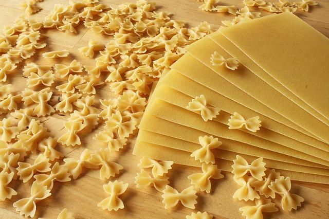 Минсельхоз введёт в регионах контроль цен на макароны, яйца и картофель