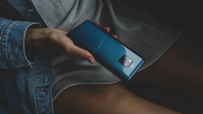 Фонарик на телефоне поможет выявить скрытую камеру в помещении