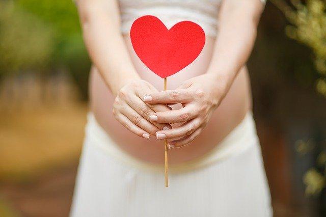 В Минздраве объяснили необходимость прививки от коронавируса для будущих мам