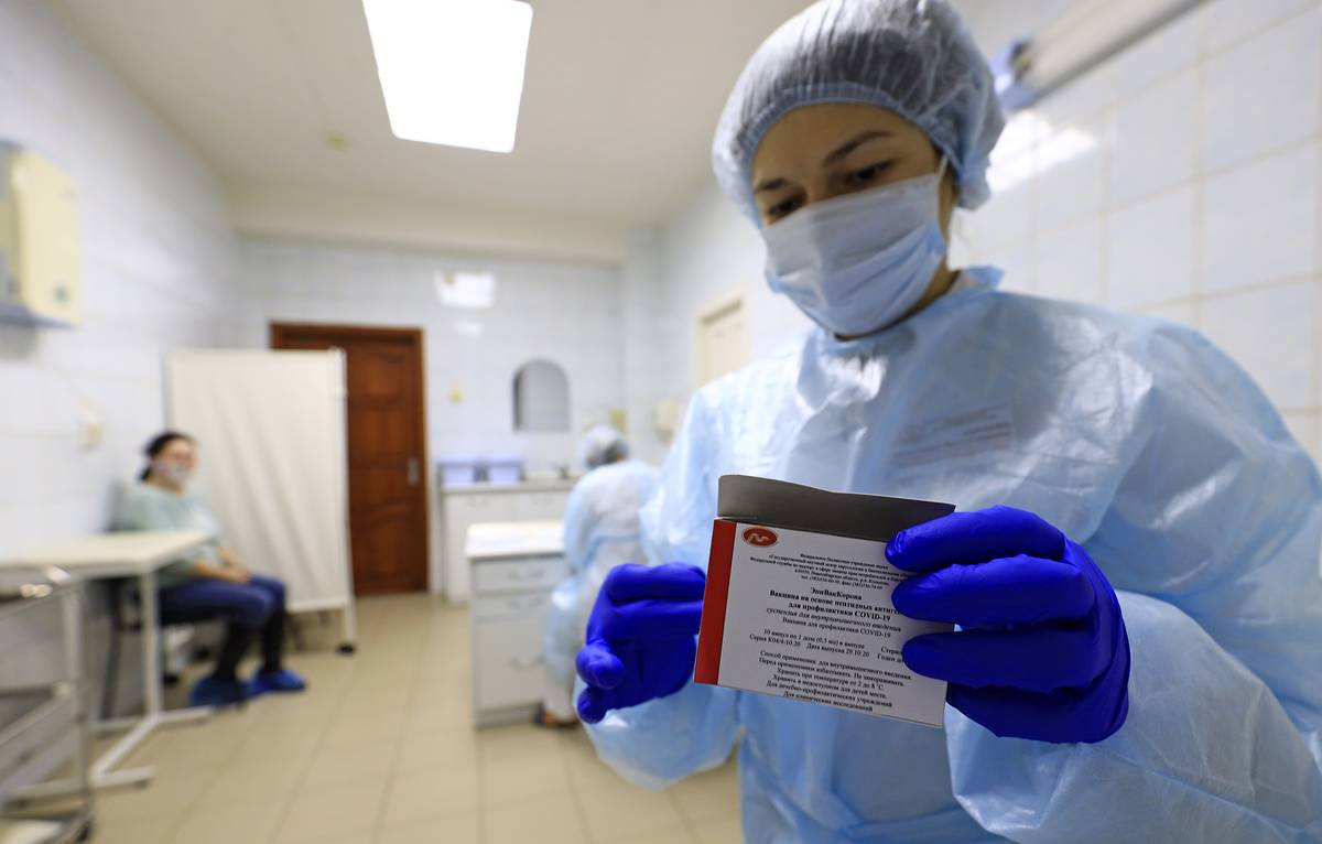 В Роспотребнадзоре рассказали об иммунологической эффективности «ЭпиВакКороны»