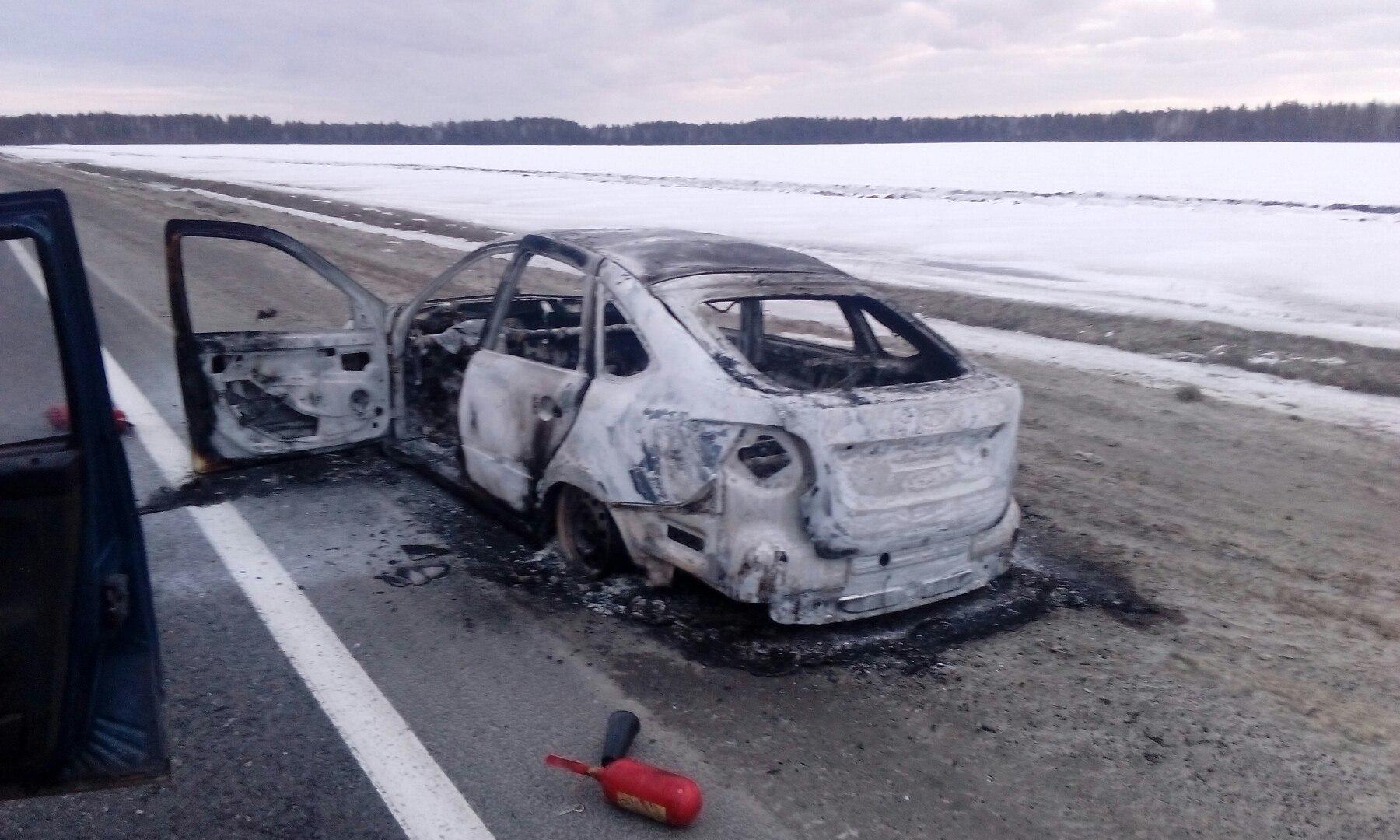 Жительница Марий Эл сожгла автомобиль односельчанки из ревности