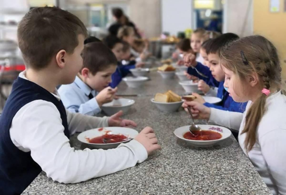 Ученики младших классов школ Йошкар-Олы со 2 сентября получают бесплатное питание