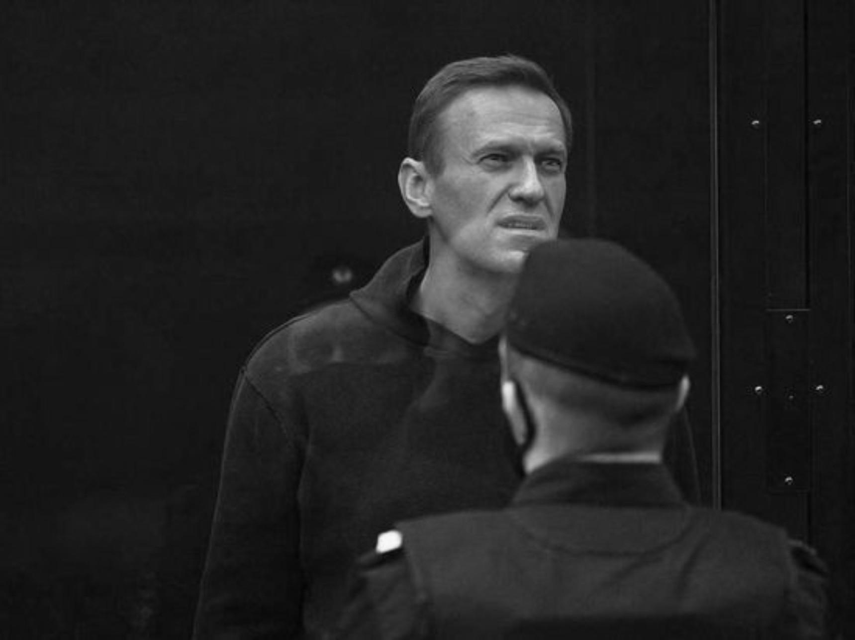 Во всей стране провалилась акция с фонариками в поддержку Навального