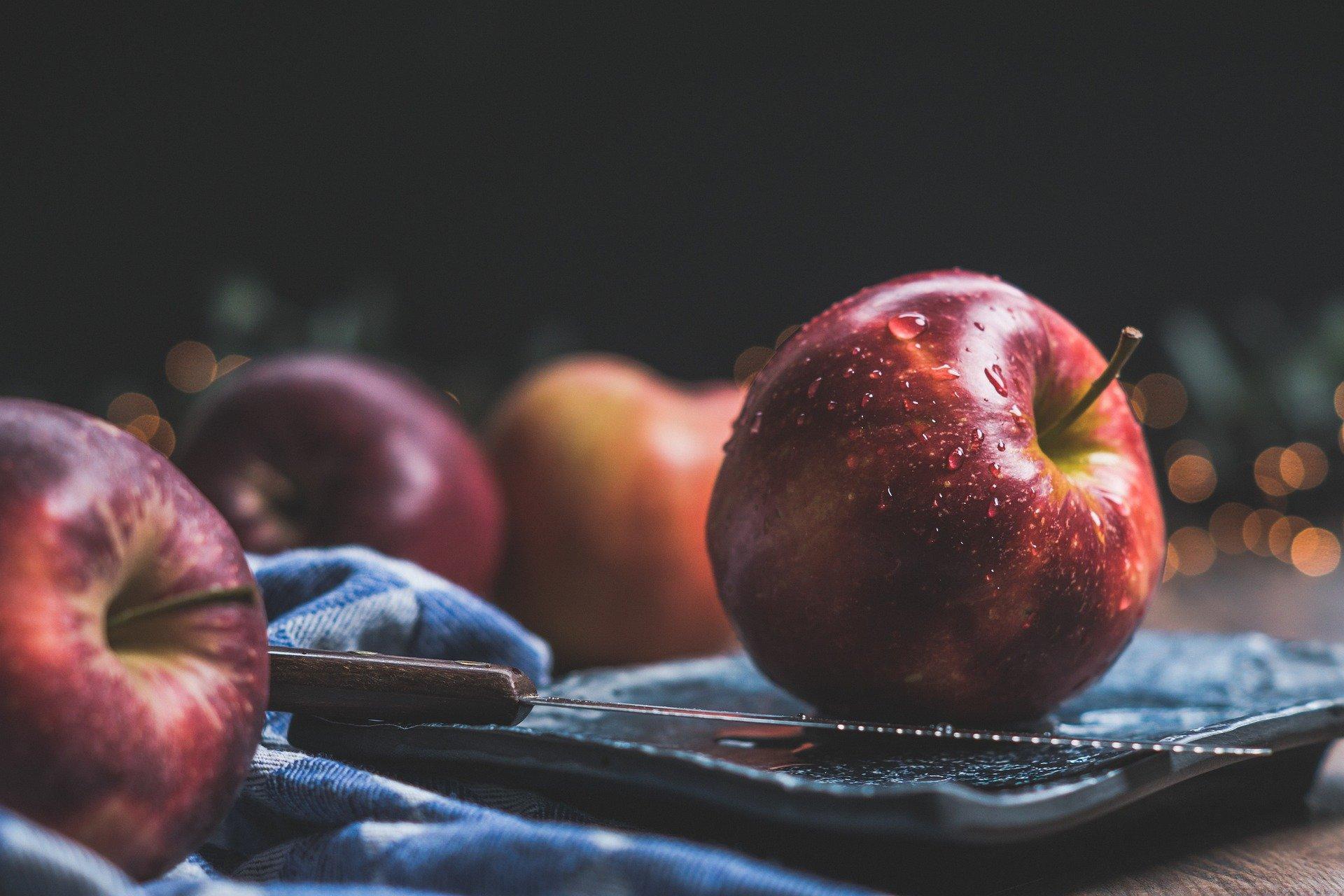 Диетолог Соломатина сообщила об опасности чрезмерного употребления яблок