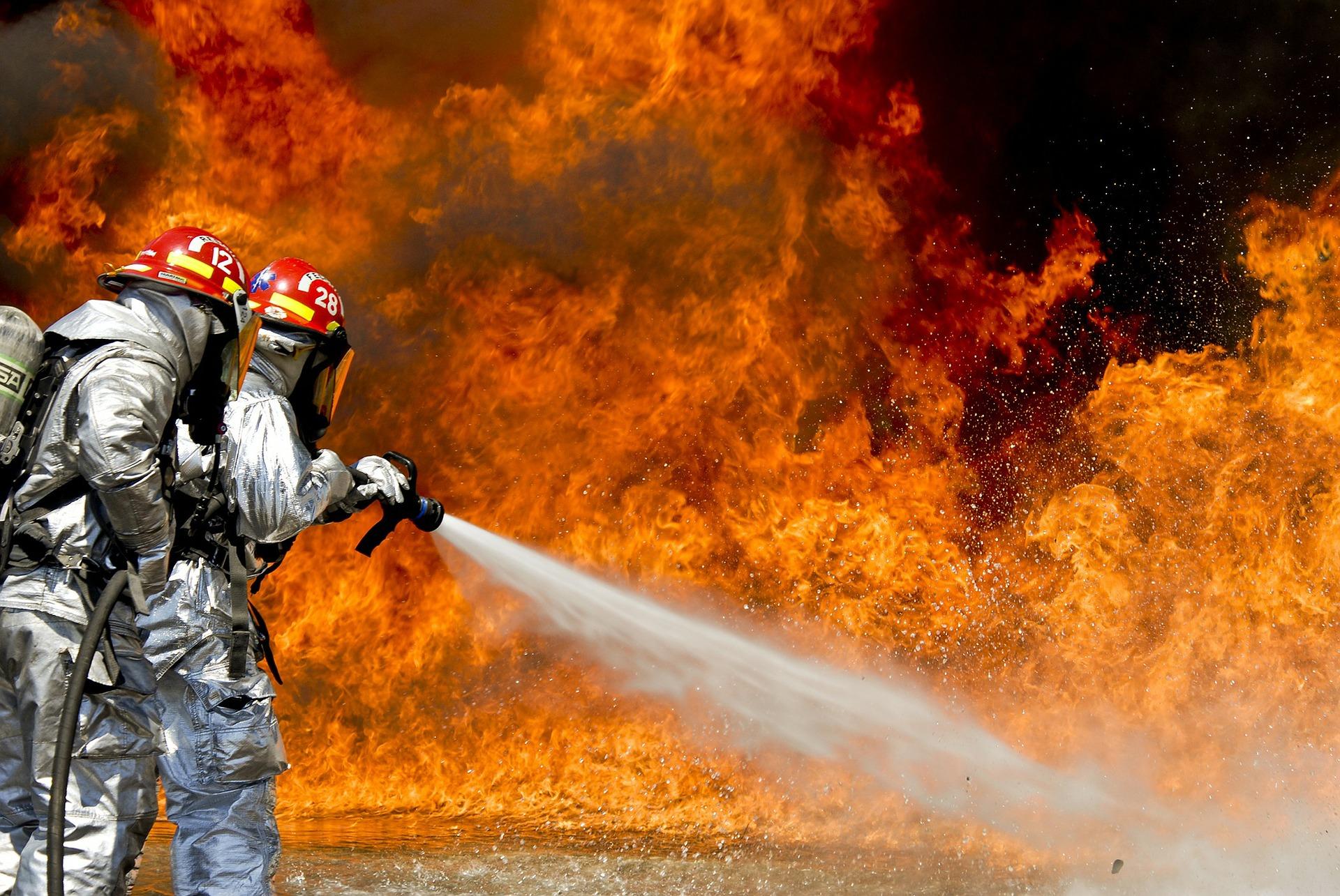 В Марий Эл на пожаре мужчина и женщина не выбрались из горящего дома