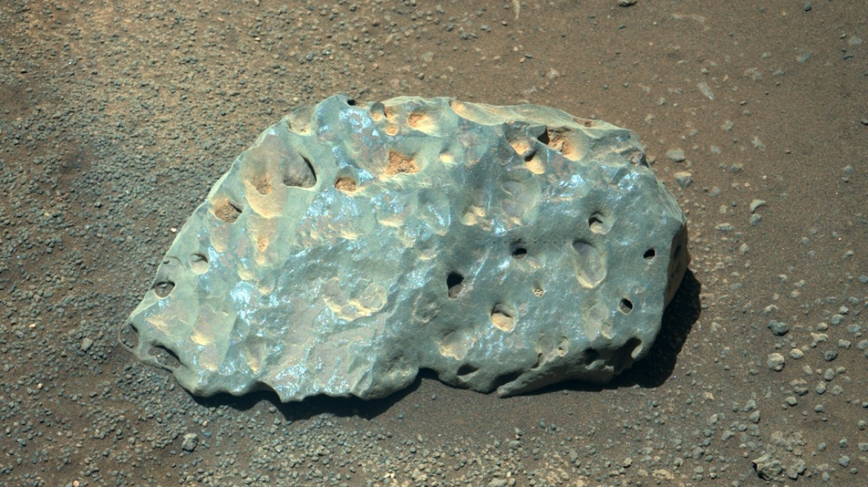NASA: Марсоход Perseverance обнаружил голубой камень на поверхности Красной планеты