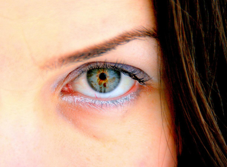 В России ученые Аграновский и Вознесенский описали влияние на глаза COVID-19