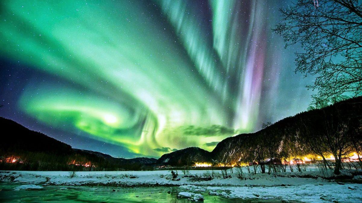 Российскими учеными описана возможная причина зеленого свечения в небе