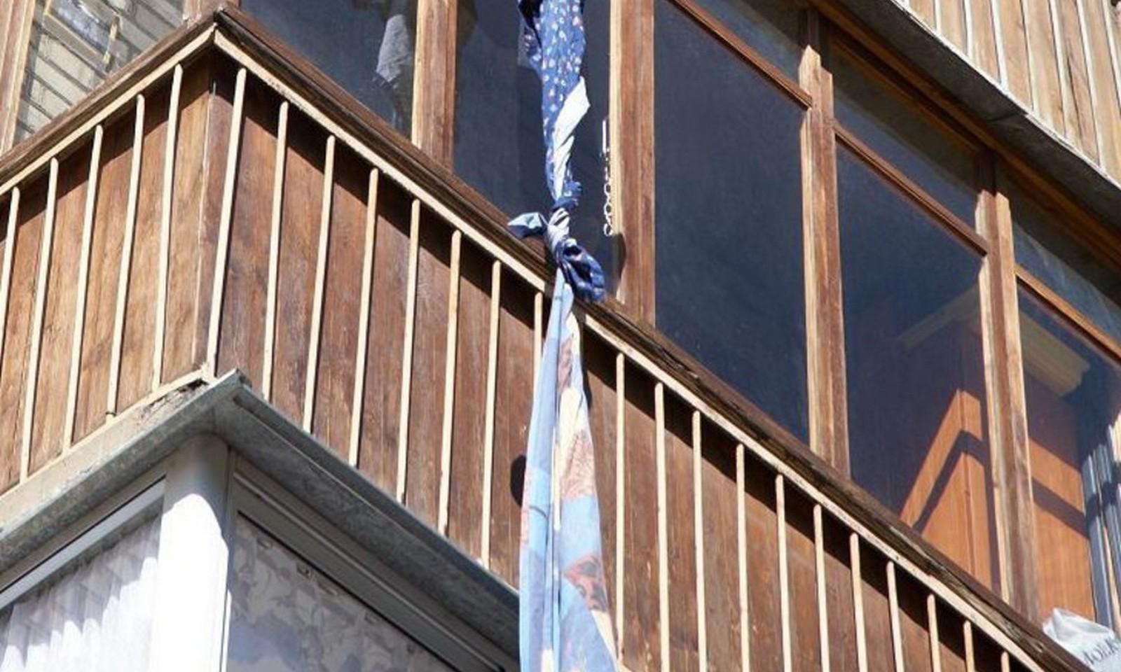 Житель Йошкар-Олы разбился насмерть, спускаясь с пятого этажа по самодельному канату