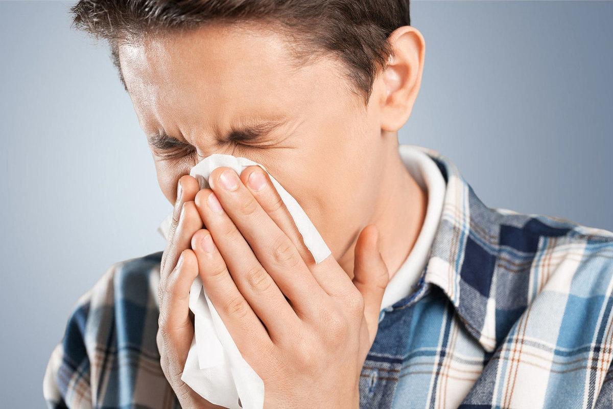 Частое чихание может свидетельствовать о COVID-19 у вакцинированных