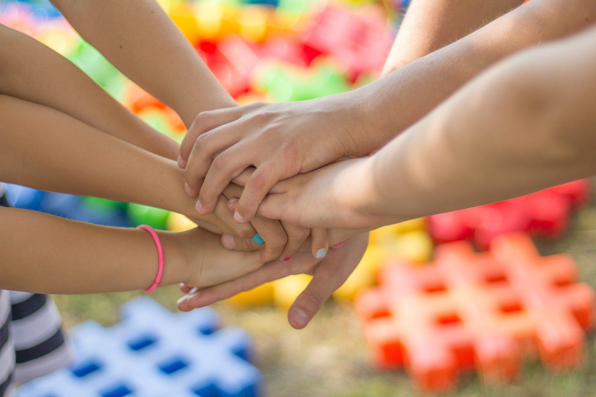 09 июня: Международный день друзей