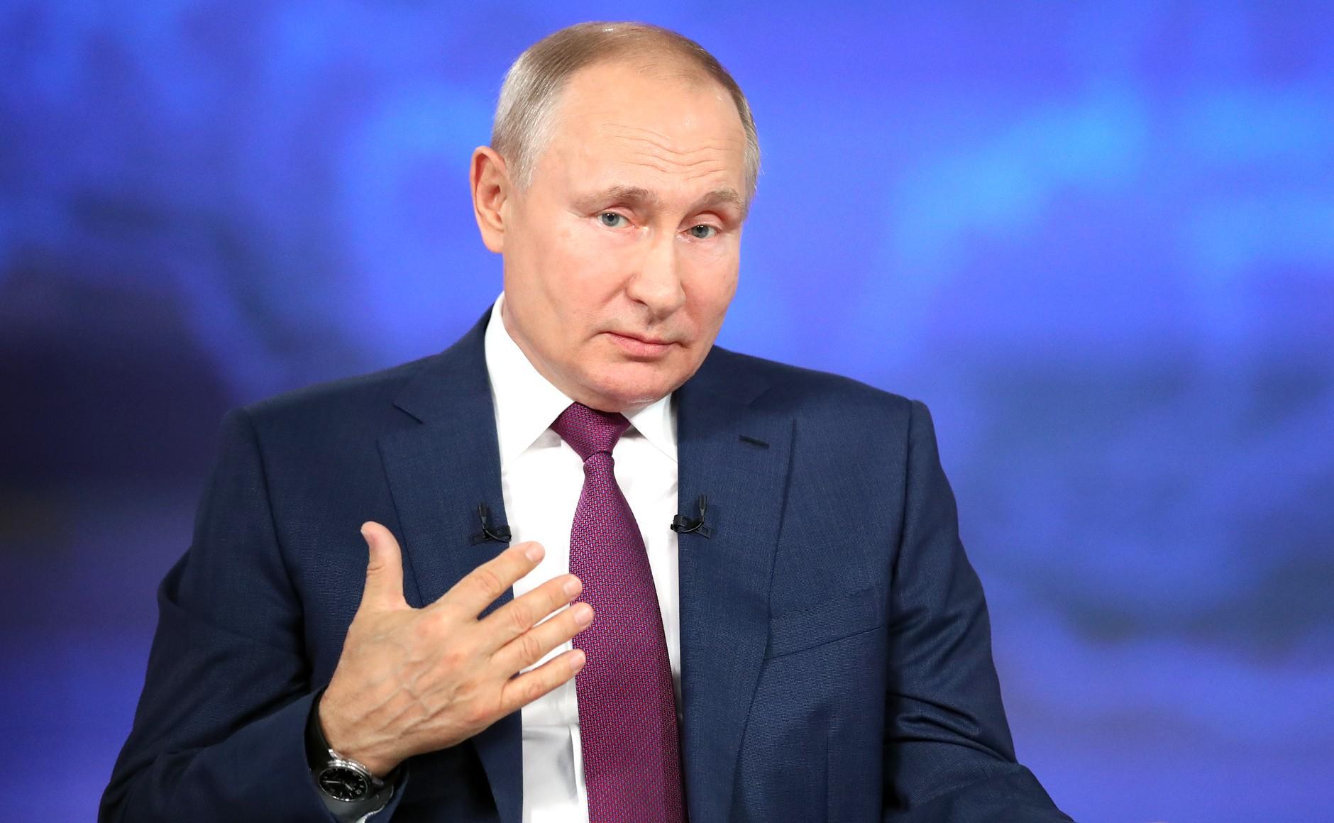 Путин рекомендовал главам регионов проводить свои прямые линии
