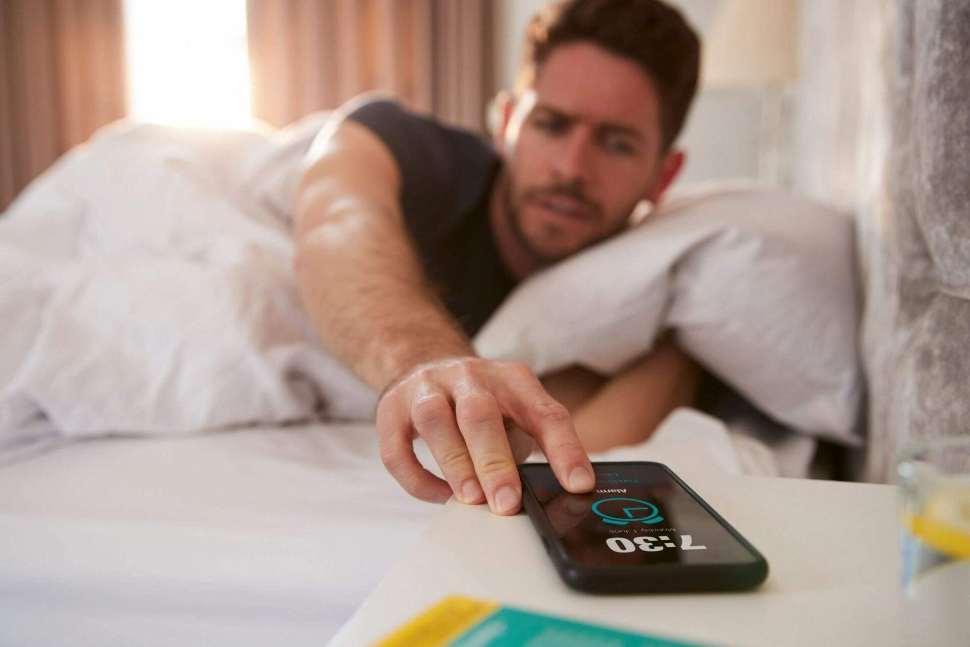 Роскачество назвало опасные последствия установки на смартфон приложений-будильников
