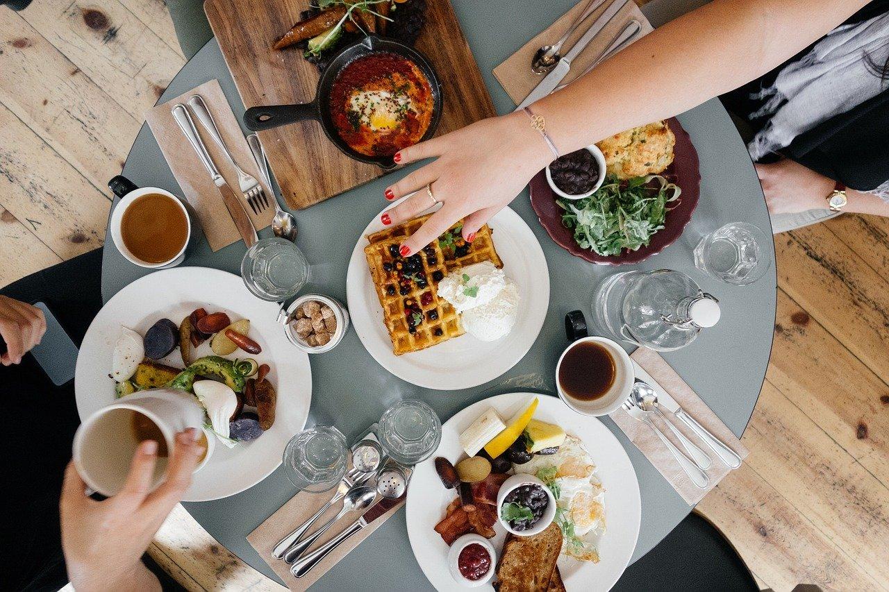 Названы топ-10 самых вредных продуктов для завтрака
