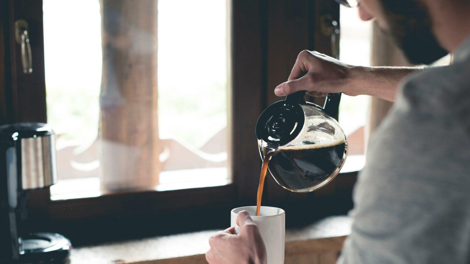 Кардиолог Хачирова назвала правила употребления кофе в жару