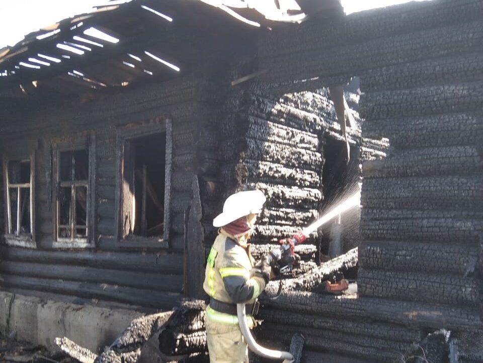 В Марий Эл люди пострадали при пожаре в одном из частных домов поселка Юрино