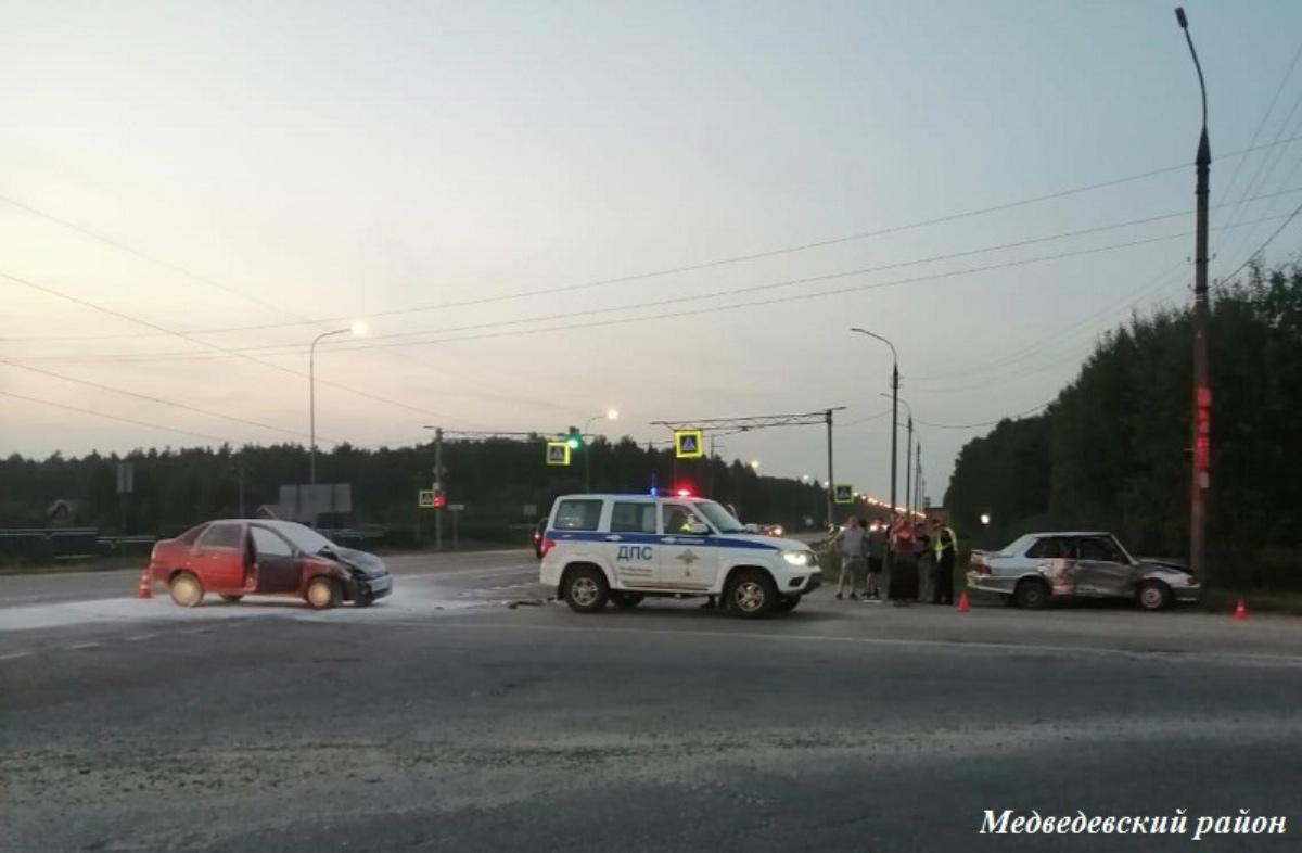 В Марий Эл при столкновении 2 авто пострадала 43-летняя пассажирка